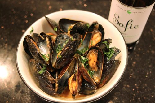 ManBQue mussels, with Goose Island product