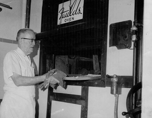 A Faulds oven in an Indiana hotel, 1950s. Note hand crank at right, in case you want to quickly get to a shelf